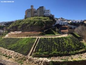 Los Cortinales y la fortaleza de Setenil vistas desde Las Cabrerizas. Foto: ÁNGEL MEDINA LAÍN.