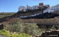Perfil de la fortaleza y el aparcamiento desde Las Cabrerizas. Foto: ÁNGEL MEDINA LAÍN.