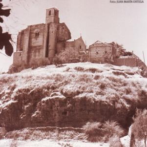 Foto: JUAN MARÍN ORTEGA. Imagen realizada a finales de los años sesenta y cedida por su hijo Juan Ignacio Marín. La portada de la Iglesia mudéjar ya ha sido sustituida por otra portada muy del gusto de la época.
