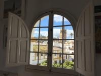 """""""Alquibla"""", el taller del pintor con vistas a La Giralda. Su particular """"meca"""".Foto: JACKY KOOKER."""