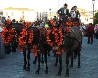 """Los hermanos Cerrato conducen uno de los carruajes de Setenil en """"Ronda Romántica"""". Foto: Facebook de """"La Casita"""""""