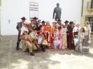 """Foto de grupo de una veintena de paisanos de Setenil que por segundo año consecutivo han protagonizado la presencia de Setenil en """"Ronda Romántica""""."""