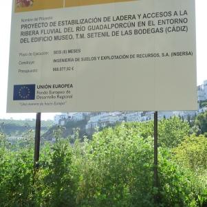 """Cartel del último """"Proyecto de Estabilización de Ladera y accesos a la Ribera Fluvial del Río Guadalporcún""""."""