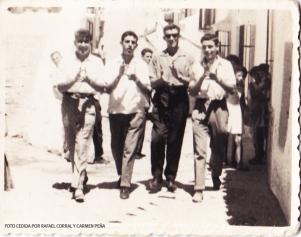 Cante en la Feria. En la imagen aparecen Sebastián 'el de La justicia', Rafael Corral, Sebastián 'el Palillo' y Sebastian 'el de la fábrica de aceite'. FOTO CEDIDA POR RAFAEL CORRAL Y CARMEN PEÑA
