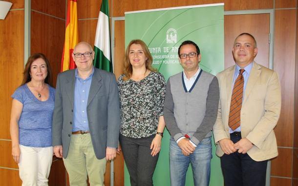 Los enfermeros seleccionados, en una imagen distribuida por la Junta de Andalucía. Antonio Zamudio aparece el segundo por la derecha.