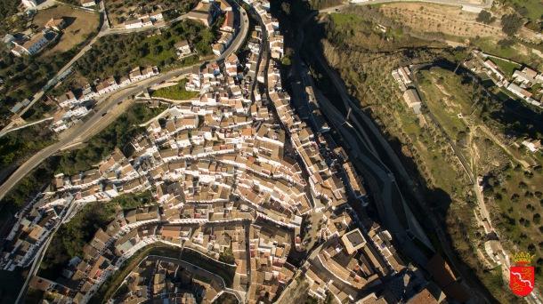 Vista cenital del casco urbano. Foto. AYUNTAMIENTO DE SETENIL.