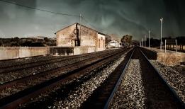 La estación de tren de Setenil, en el límite del término municipal con La Cueva del Becerro y la provincia de Málaga. Foto. EDU JUAN. Más imágenes suyas en este enlace https://goo.gl/QnuzDR