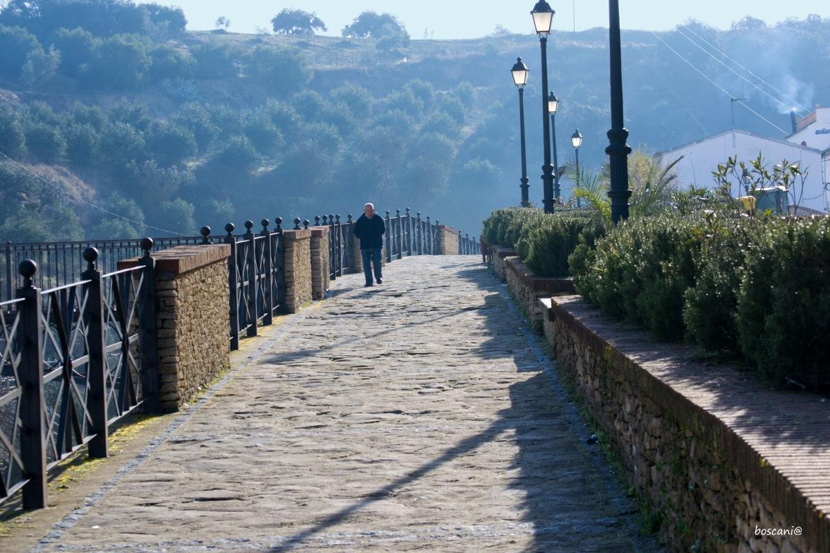 Puente y paseo del Carril, con excelentes vistas a La Umbría. Foto: BOSCANIA