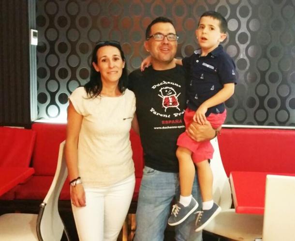 Iván, con sus padres: Juan José Tornay y Ana Bonilla.
