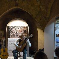 Paco Seco, durante su actuación en el Torreón nazarí. Foto: LUISA CABALLERO
