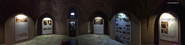"""Panorámica de la exposición """"Sevilla 1.484: La herencia de dos culturas"""", que se podrá ver durante varias semanas en el Torreón de Setenil. Foto: ÁNGEL MEDINA"""