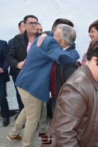 Dos generaciones: Ángel Medina Linares, autor de la recopilación de nombres, y Sebastián Guzmán, que intervinieron en nombre del Grupo de Memoria Histórica de Setenil.