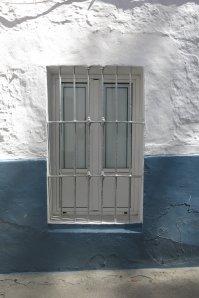 La fachada de Gonzalo el del pan, en la esquina de la Cantarería y las Cuevas de la Sombra, con ese insuperable aire andaluz. Foto: PILAR FLORES. Agosto de 2016
