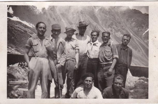 José Ramos González y Tobalito Andrades, en los Pirineos. Foto cedida por la nieta del primero, MARÍA JOSÉ GARCÍA RAMOS. Formaron un grupo de seis guerrilleros en la compañía de trabajo en la que los destinaron, que fue una central eléctrica en Fabréges. De ahí, pasaron a formar parte de la Brigada Diez y constituir tres maquis en los Pirineos. Hasta que en 1944 consiguieron la rendición de los nazis que se asentaban en Eaux Bonnes y en Gabas.