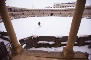 La plaza de Toros de Ronda cubierta por la intensa nevada. Foto: EFE. Jorge Zapata.
