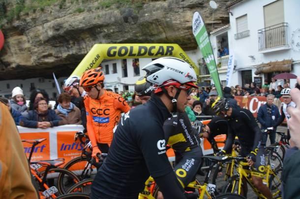 Alberto Contador, muy aclamado y buscado para la foto en Setenil, quedó a tan solo un segundo de Valverde. Foto: MARIA GJ