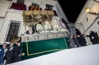 La Virgen de los Dolores, a su regreso a la Iglesia, subiendo literalmente por la albarrá de la Villa. Foto. MARIO GARCÍA VARGAS.