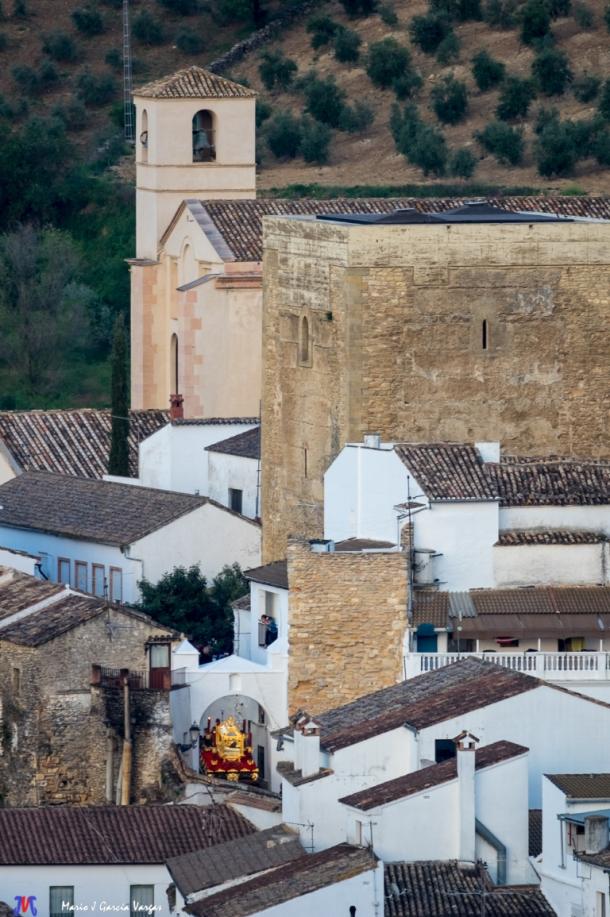 El Santo Entierro regresa a la Villa en esta espectacular foto de la fortaleza medieval.