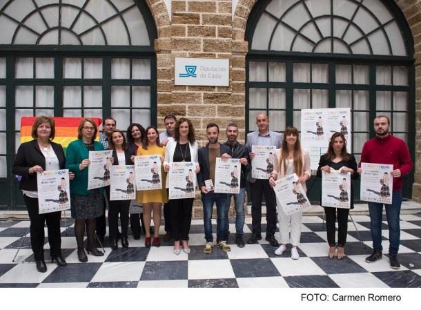 Posado en el acto de presentación de la celebración del Orgullo Serrano. Foto: Diputación de Cádiz.