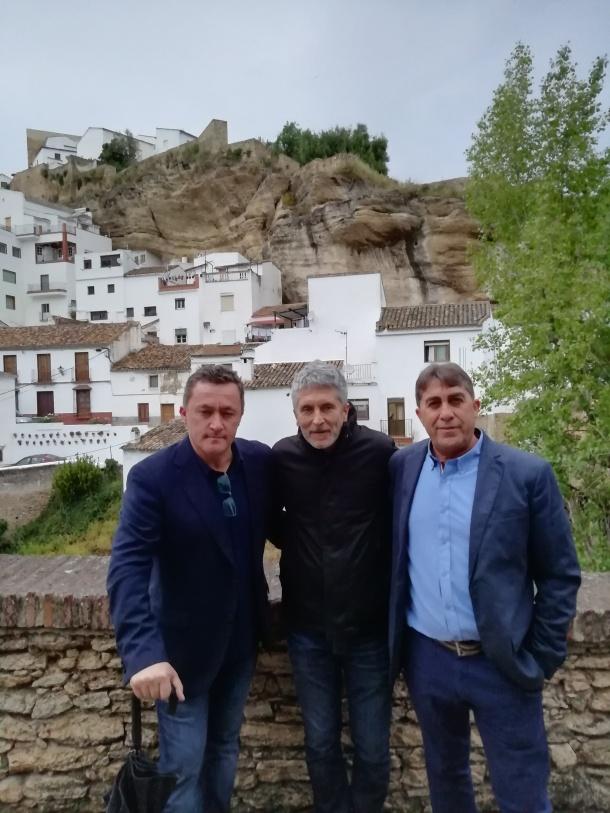 El ministro Grande-Marlaska posa en Las Jabonerías junto a Manolo Benítez, que tuvo la gentileza de invitarme para hacer de guía. Foto: ANTONIO FUENTESAL