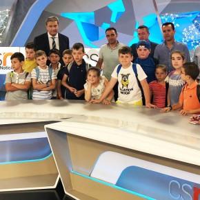 Los escolares de Setenil, estrellas por un día del plató de CanalSur