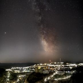 ¡Conseguido! La imagen de la Vía Láctea sobre Setenil de Mario G. Vargas competirá en el Certamen nacional de Fotografía deEndesa