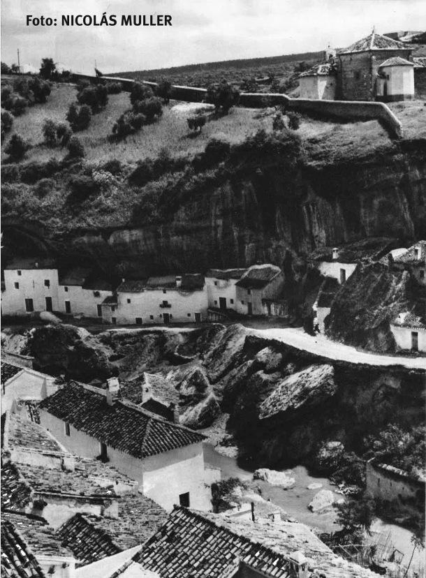 """Vista de El Carmen desde Los Cortinales. Publicada en 1966 en """"España clara"""". Foto. NICOLÁS MULLER."""