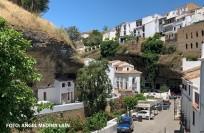 El Bar Zamudio está en un enclave privilegiado, en la puerta de entrada a las Cuevas del Sol, en el puente sobre el río Guadalporcún. Foto: ÁNGEL MEDINA LAÍN.