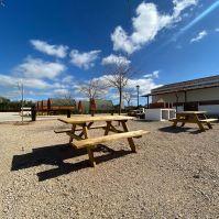 Amplias zonas comunes para la acampada y las caravanas.
