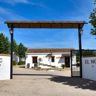 Entrada al camping El Nogalejo.