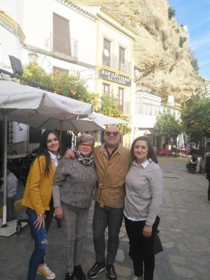 Paquili, en la plaza muy bien acompañado por Celia Cubiles, Josefina Villalón e Isa Corral.