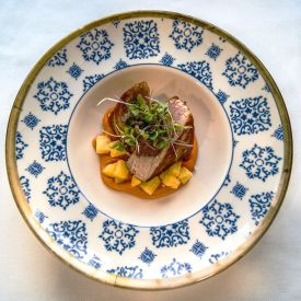 Taco de atún rojo con romescu.