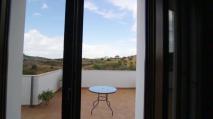 Acceso a la terraza panorámica desde las habitaciones.