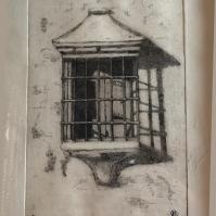 Era una de las ventanas supervivientes del antiguo Setenil encalado. Estaba en la calle Triana, junto al río, y su imagen sencilla y romántica atrajo a muchos fotógrafos amantes de la tradición arquitectónica. Juan Marín la dibujó en 1988. Foto: ÁNGEL MEDINA LAÍN.