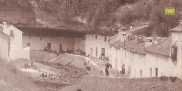 Las Cuevas del Sol, a finales de los años '40 del siglo XX. Aunque algunos detalles no son perceptible por una baja resolución de la imagen, publico esta fotografía por su indudable valor documental.