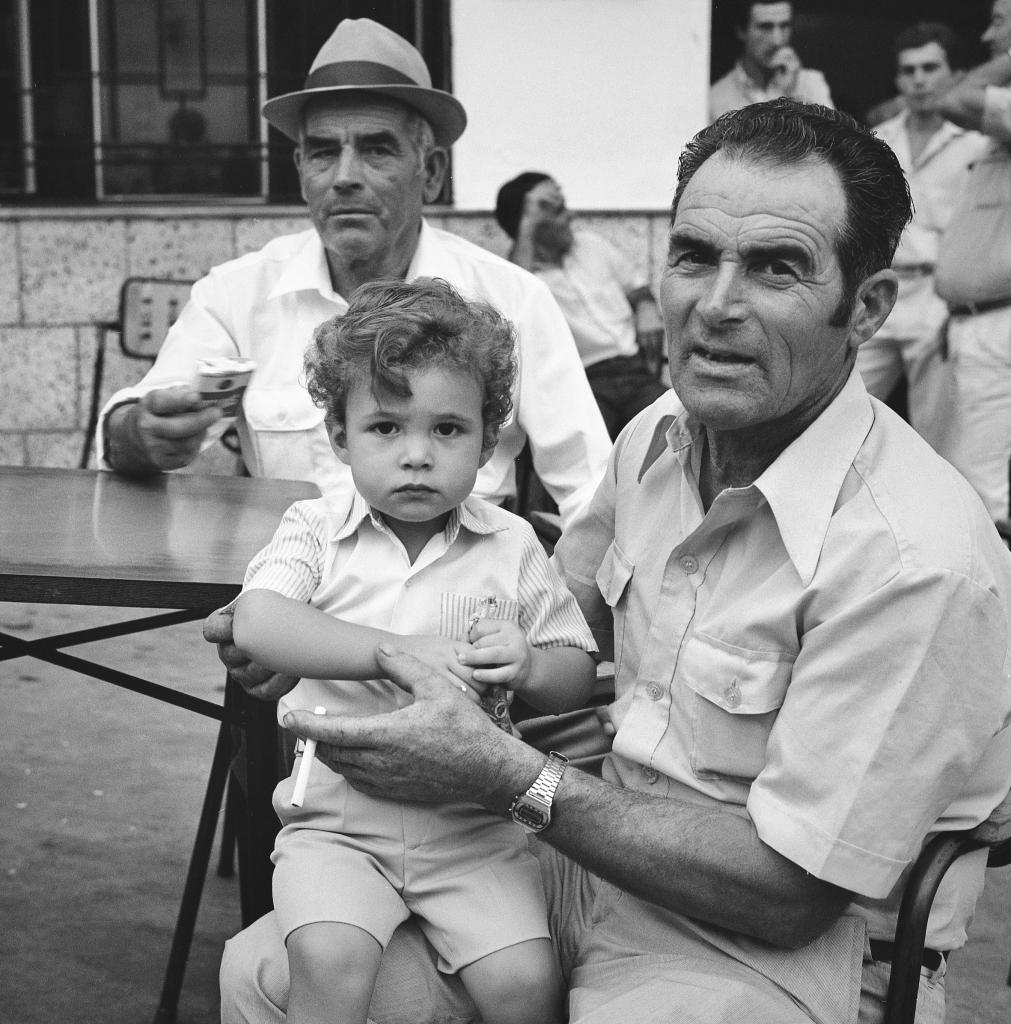 """Francisco Gutiérrez """"Galampo"""" y el Sebastián """"el de las Canchas"""" con su nieto Sebastián. Foto: JEAN PIERRE HAZÉE."""