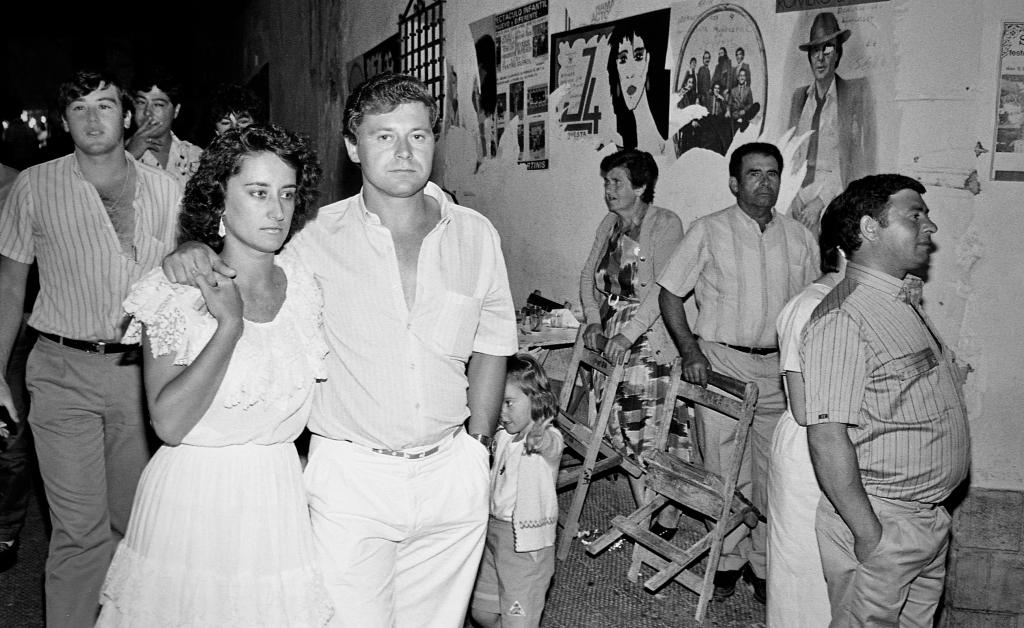 En prime plano, Paco y Paloma de paseo en la Feria. Foto. JEAN PIERRE HAZÉE.