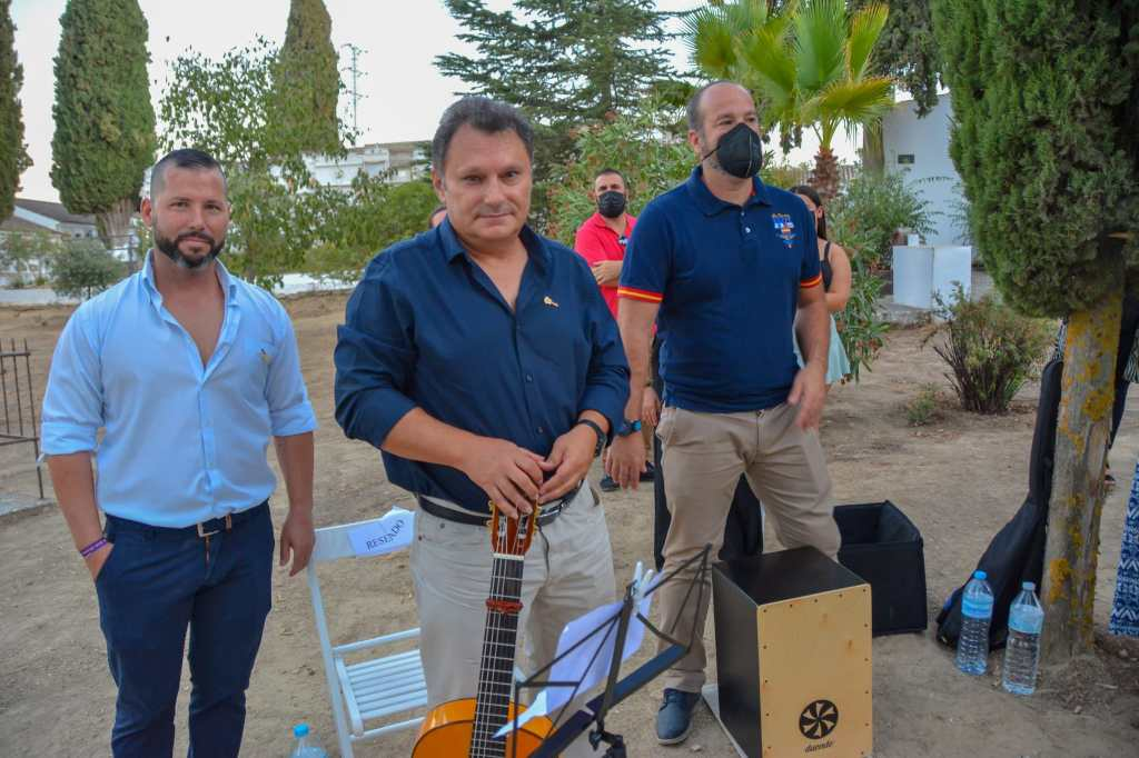 Pedro Cueto, Sebastián Domínguez y Pedro Zamudio, acompañaron el acto con su música.